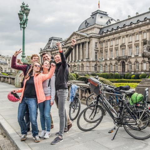 A vélo devant le Palais Royal